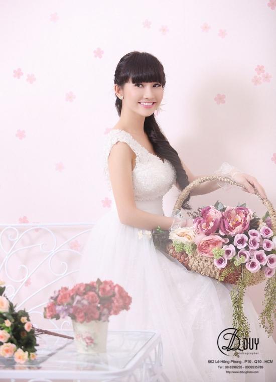 Kim Hiền xinh đẹp trong album hình cưới tại studio